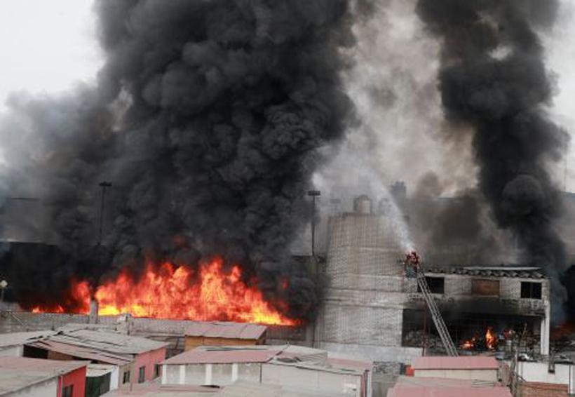 Bomberos sofocan incendio en fábrica de solventes | El Imparcial de Oaxaca
