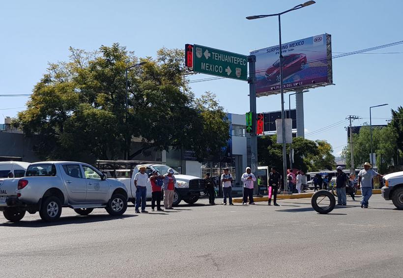 Con bloqueo, Guelavila reclama recursos para servicios y obras | El Imparcial de Oaxaca