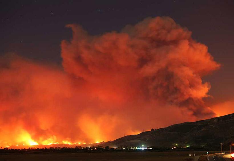 Un muerto y miles de evacuados en California por incendio | El Imparcial de Oaxaca