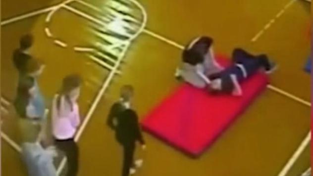Video: Niño se rompe la espalda durante clase de gimnasia | El Imparcial de Oaxaca