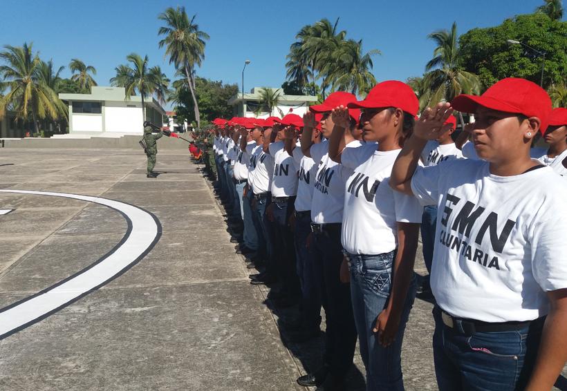 Entrega de cartillas liberadas al Servicio Militar en Puerto Escondido, Oaxaca