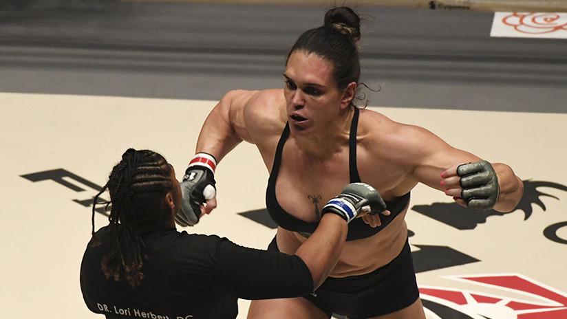 Luchadora brasileña muestra en el pesaje 12 kilos de sobrepeso, y su rival se enfurece | El Imparcial de Oaxaca