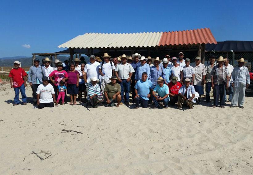 Bienes comunales limpian las playas de Puerto Escondido, Oaxaca   El Imparcial de Oaxaca