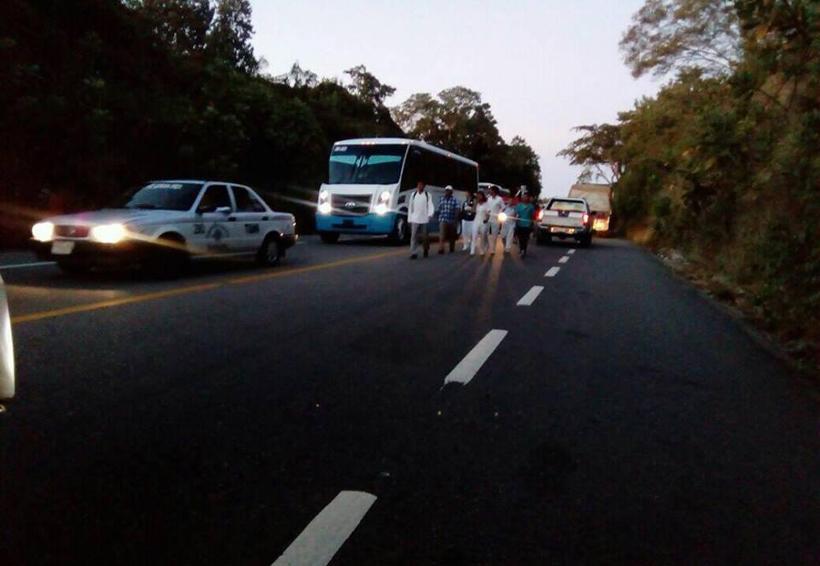 Bloquea CODEDI la carretera de Santa Cruz Huatulco, Oaxaca