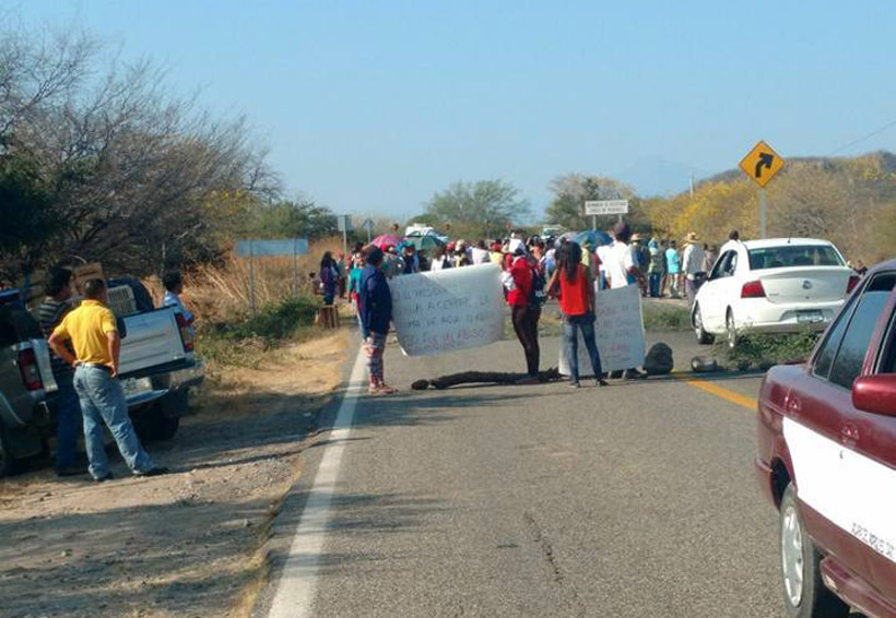 Bloquean carretera en Magdalena Tequisistlán, Oaxaca | El Imparcial de Oaxaca