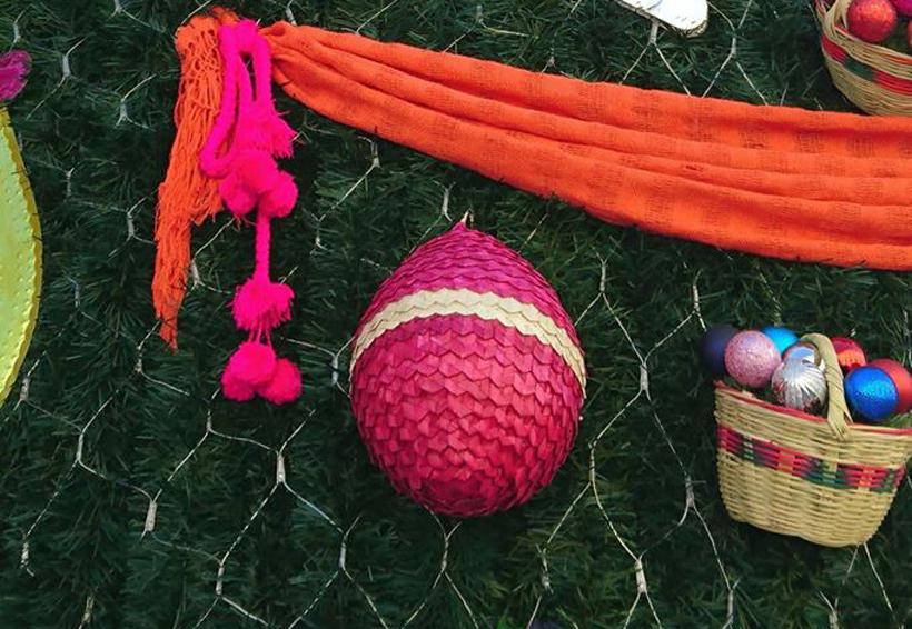 Deleitan a turistas con esferas de palma de la Mixteca de Oaxaca