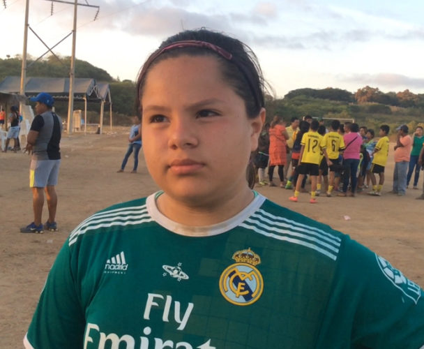 Dora, única mujer de la selección  varonil de futbol de Pinotepa Nacional, Oaxaca