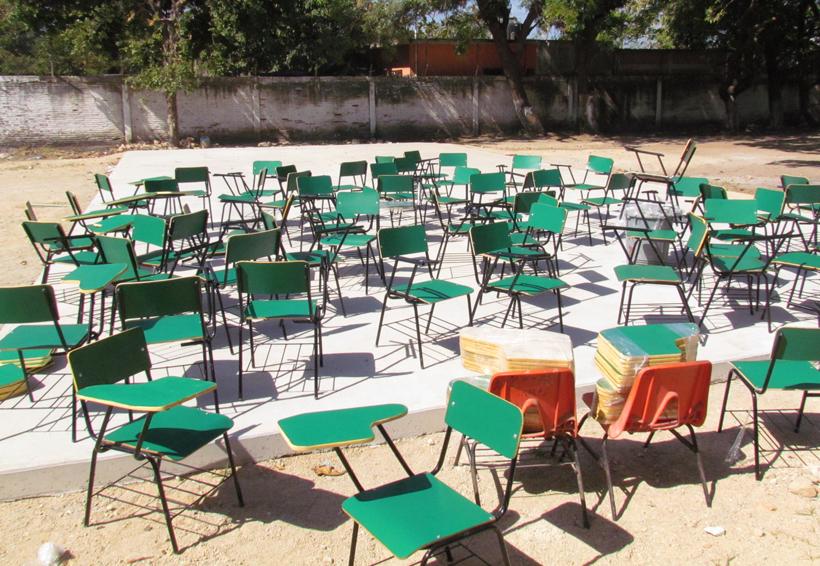 Entregan mobiliario a  escuela damnificada de Juchitán, Oaxaca