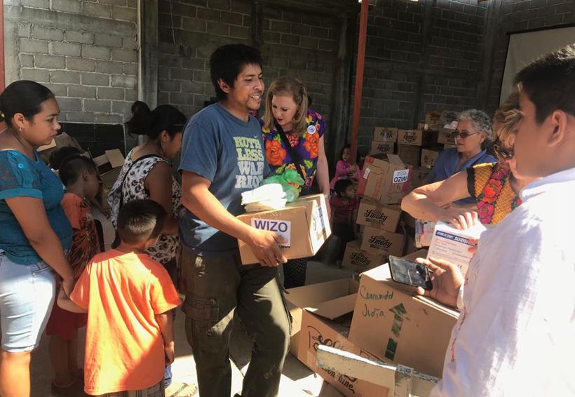 Entregan mobiliario a la secundaria Heliodoro Charis de Juchitán, Oaxaca