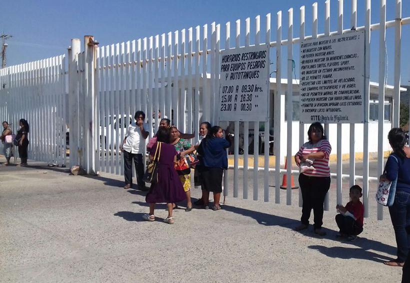 Habitantes de Salina Cruz bloquean el acceso a la Refinería Antonio Dovalí
