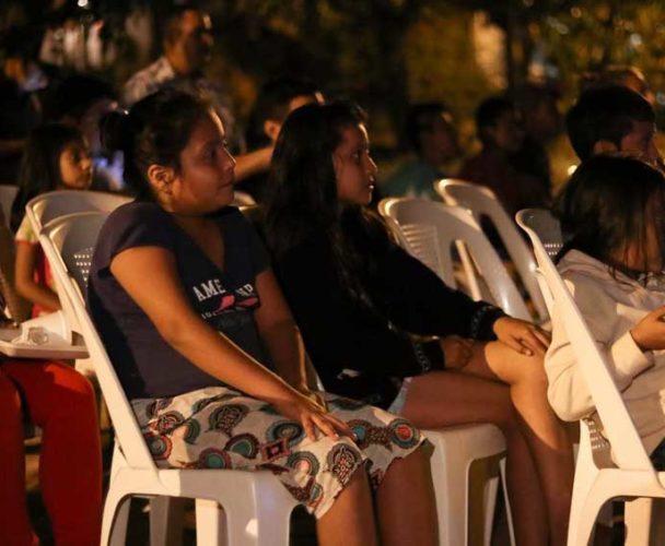 Llevan a jóvenes cine en comunidades de Huatulco, Oaxaca