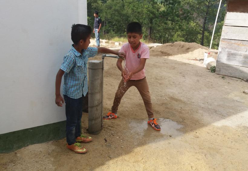 Llevan agua potable a familias de Santos Reyes Nopala, Oaxaca | El Imparcial de Oaxaca