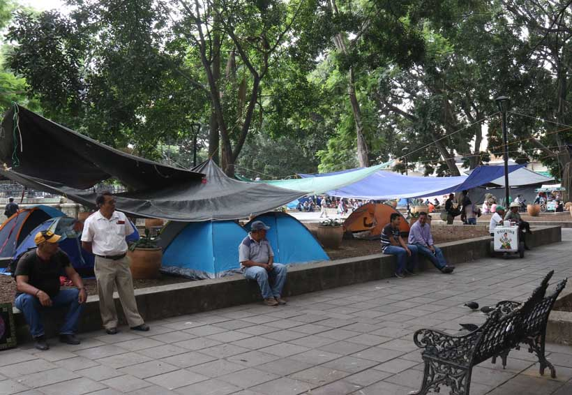 Desinflada protesta de la Sección 22 en el zócalo de Oaxaca | El Imparcial de Oaxaca