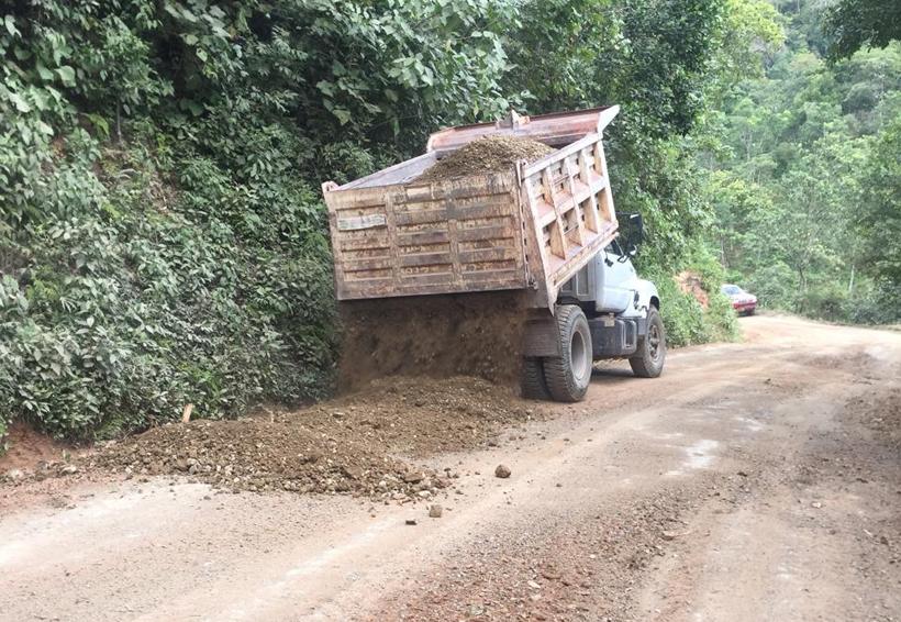 Organizaciones sociales  arreglan carreteras del Istmo de Oaxaca