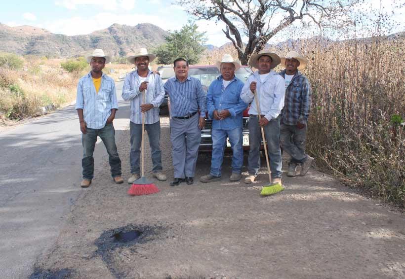 Productores de la Mixteca piden mejores caminos