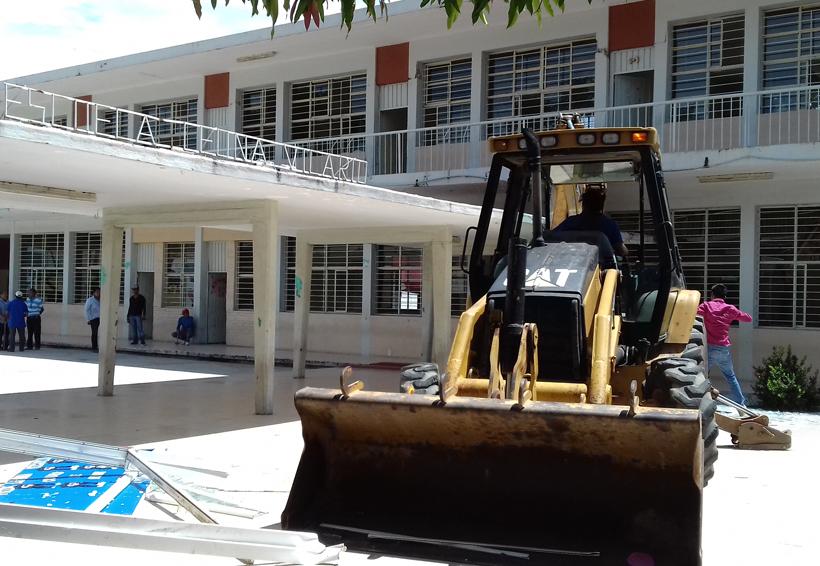 Regresan algunas escuelas de Salina Cruz a clases el 8 de enero