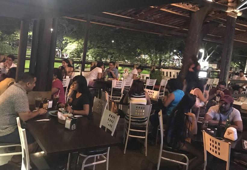 Turismo nacional y canadiense visitan restaurantes de la Costa de Oaxaca