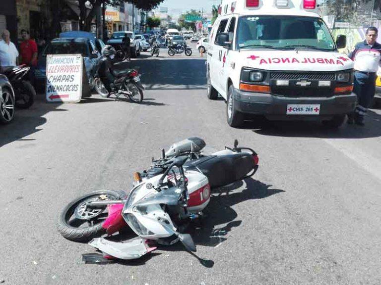 Por dar vuelta en U embistió a motociclista | El Imparcial de Oaxaca