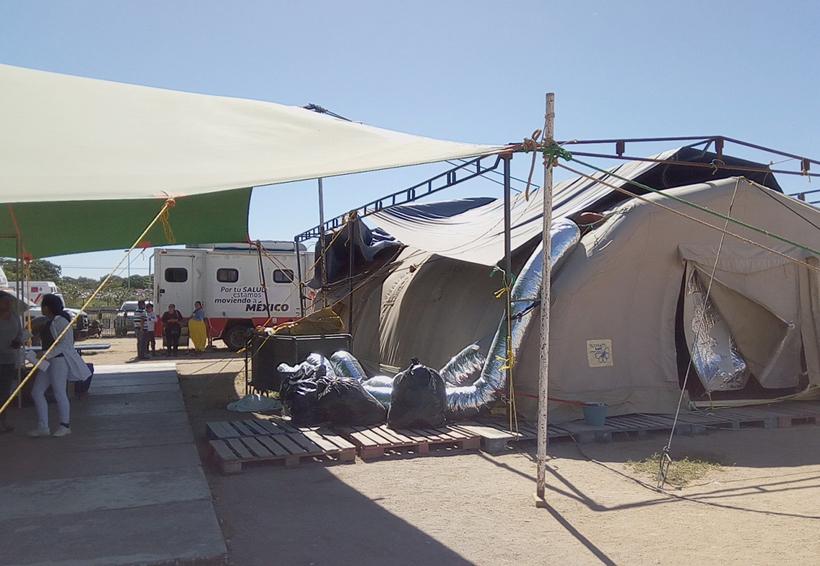Vientos dañan la estructura provisional del hospital en Juchitán, Oaxaca
