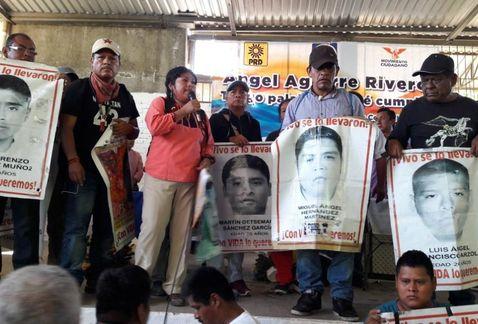 Ángel Aguirre no debe ser diputado: padres de los 43 | El Imparcial de Oaxaca