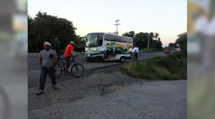 Vuelca y cae a barranco tras impactar taxi foráneo en  Salina Cruz, Oaxaca   El Imparcial de Oaxaca