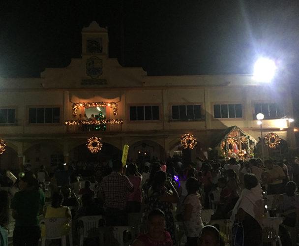 Encienden las luces de Navidad en Pinotepa Nacional