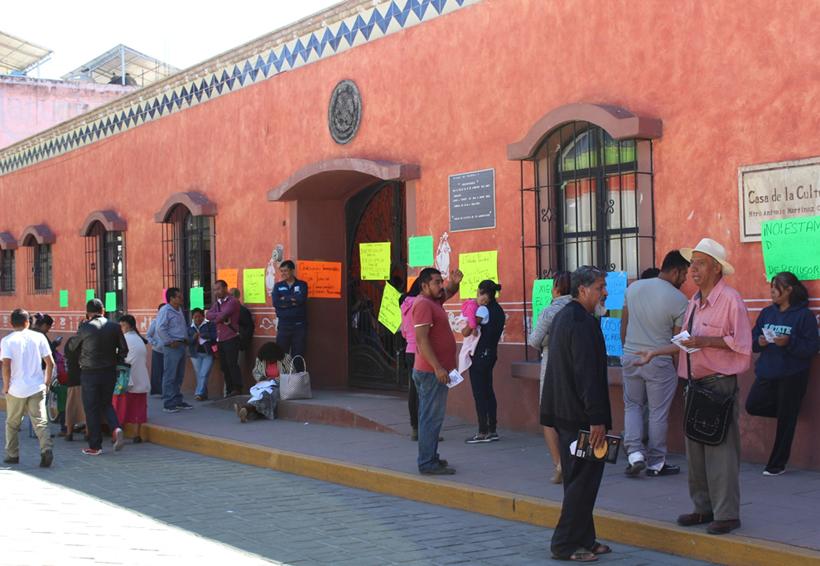 Retienen a funcionarios en la mixteca de Oaxaca