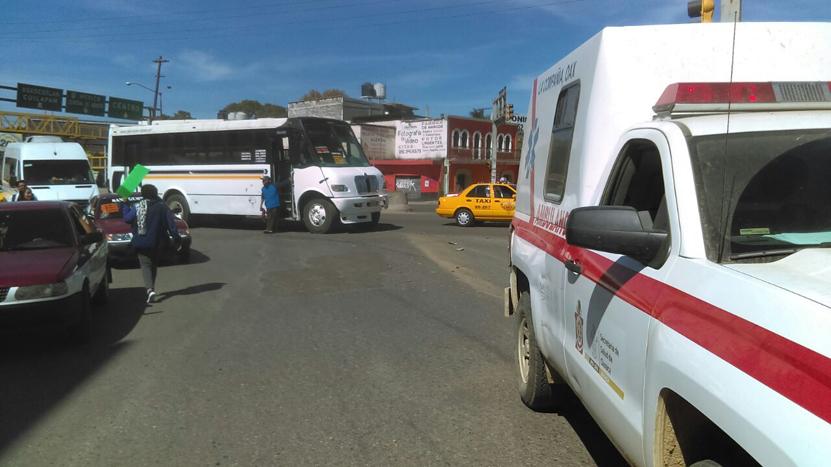 Choca ambulancia con camión urbano en Oaxaca | El Imparcial de Oaxaca