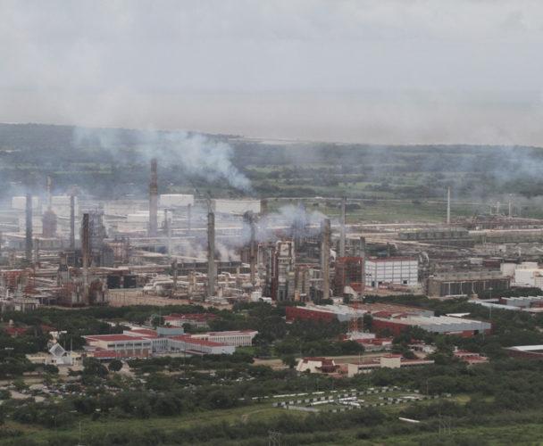 Operan de forma irregular refinería Antonio Dovalí y parques eólicos en el Istmo, Oaxaca