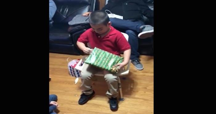 VideoImuestra la emoción de un niño al recibir un inesperado regalo de Navidad: una caja con donas | El Imparcial de Oaxaca