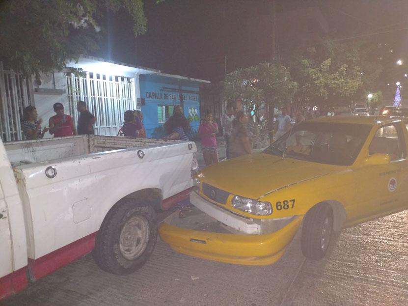 Colisiona contra auto estacionado en Salina Cruz, Oaxaca | El Imparcial de Oaxaca
