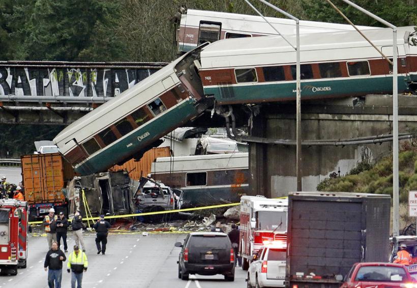 Mueren al menos seis personas al descarrilarse tren en Seattle | El Imparcial de Oaxaca