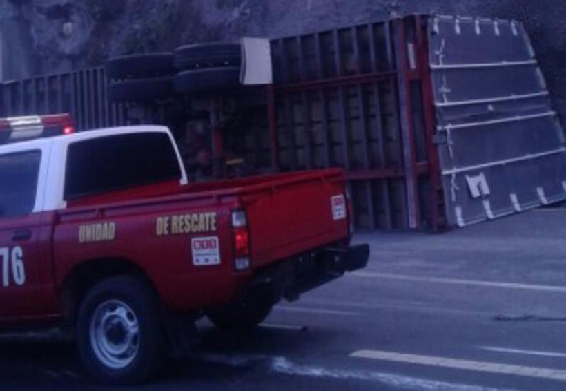 Volcadura de tráiler provoca caos vial | El Imparcial de Oaxaca