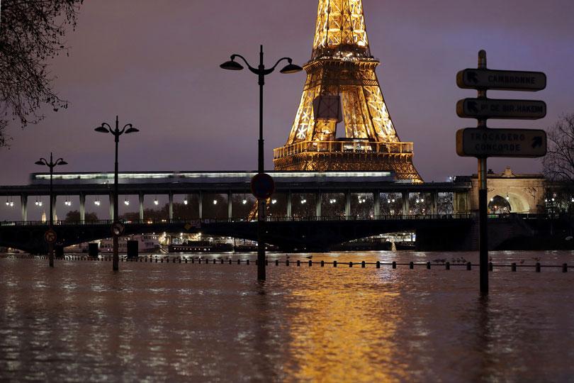Se desborda Río Sena en París