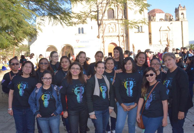 Alumnos, maestros y directivos Liceo Federico Froebel festejaron los 50 años de su institución