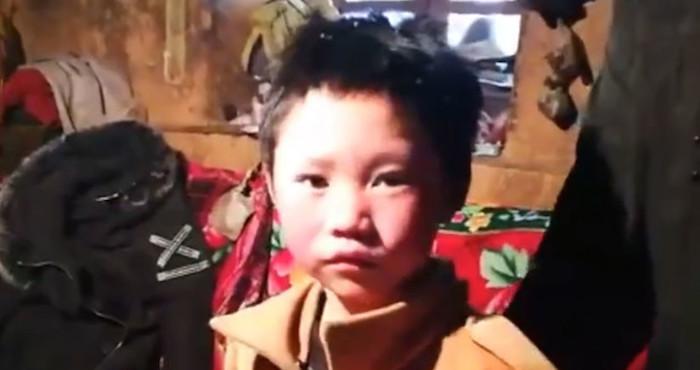 Niño llega a su escuela en China con el cabello congelado; caminó durante una hora bajo temperaturas de -9º | El Imparcial de Oaxaca