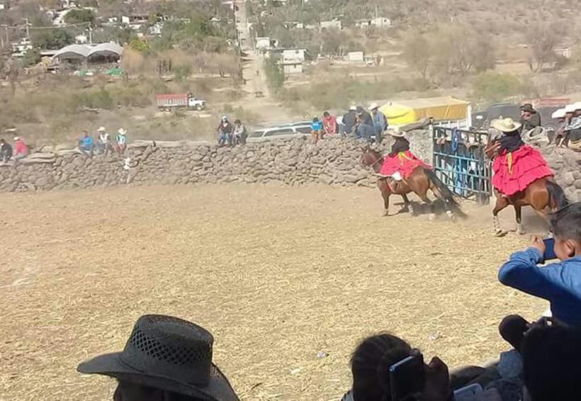 En san Juan Suchitepec danzan  las Charras  Coronelas