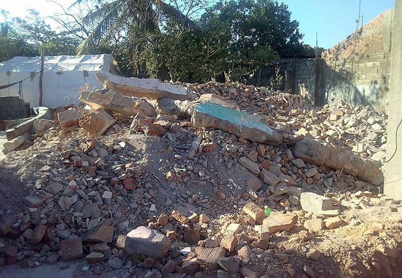 Brindan apoyo a damnificados  de Juchitán en levantamiento de escombros