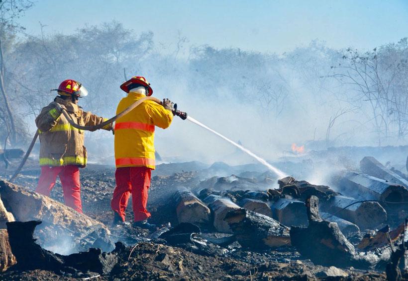 Controlan incendio en la carretera Salina Cruz, Oaxaca