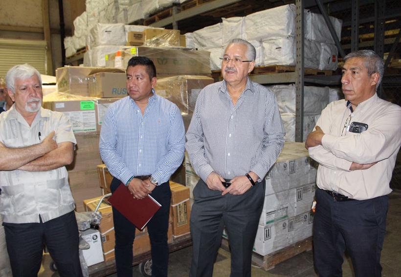 Coteja secretario de Salud de Oaxaca, medicamento en almacén | El Imparcial de Oaxaca