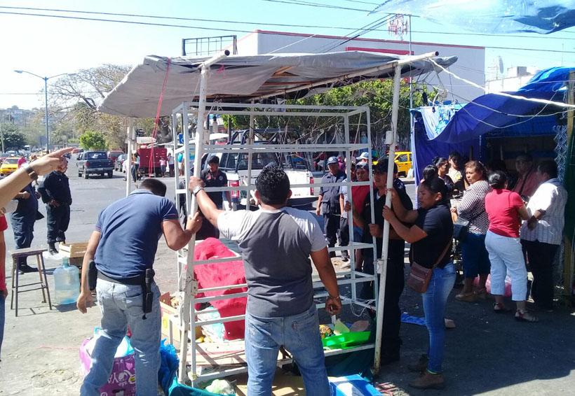 Desalojan a comerciantes de Salina Cruz; no definen su reubicación