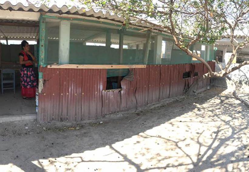 Donan terreno a escuela en Juchitán, Oaxaca