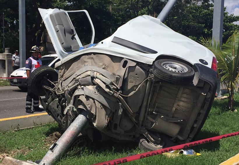 Choque de auto a exceso de velocidad deja dos personas sin vida | El Imparcial de Oaxaca
