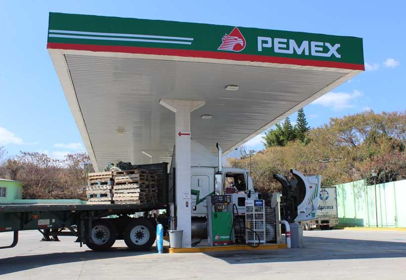 Impuestos casi  igualan costo  de las gasolinas