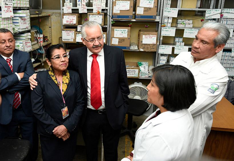 Recorre Pimentel el Hospital Civil; ofrece solución | El Imparcial de Oaxaca