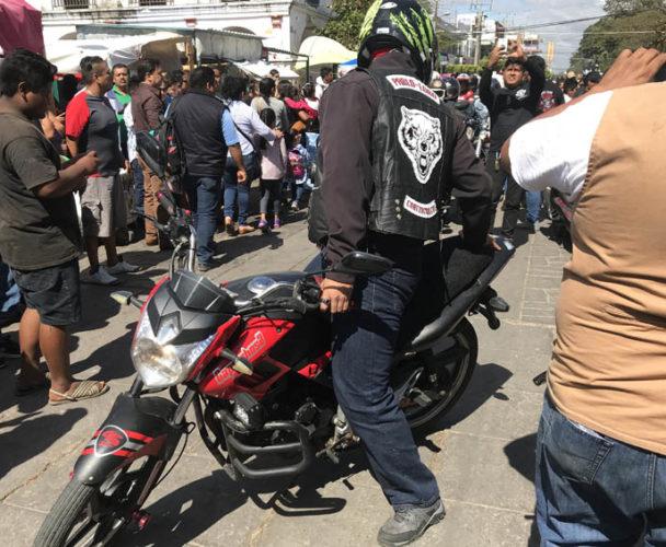 Motociclistas de Juchitán se inconforman  por pago de nuevo impuesto