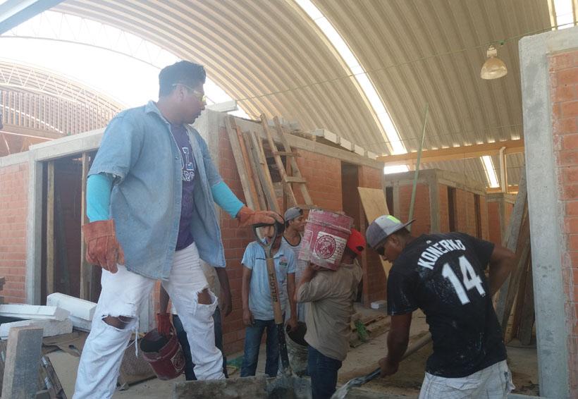 Realizan trabajos para entregar  mercado a locatarios de Zicatela, Oaxaca