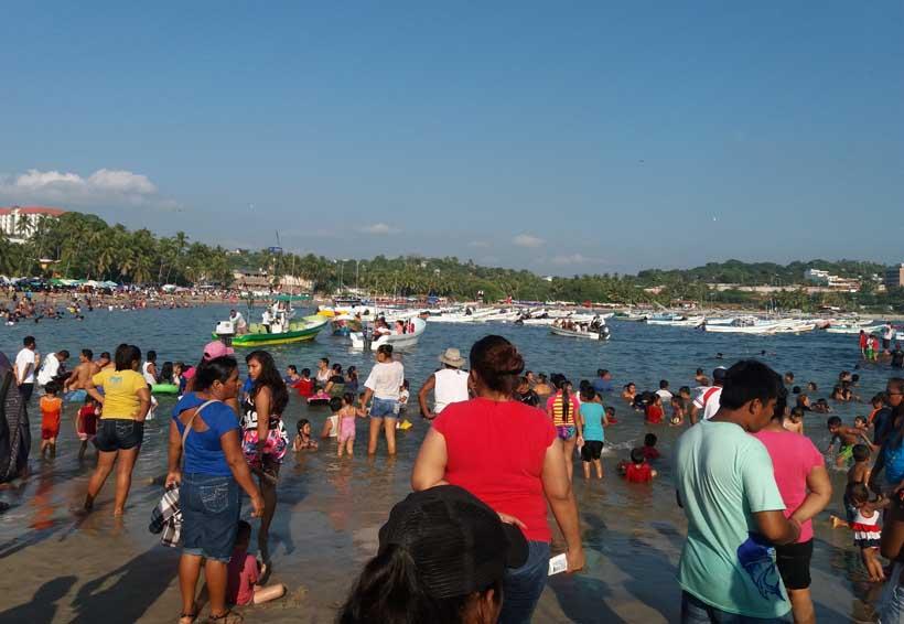 Repunta la economía de Puerto Escondido con  temporada vacacional
