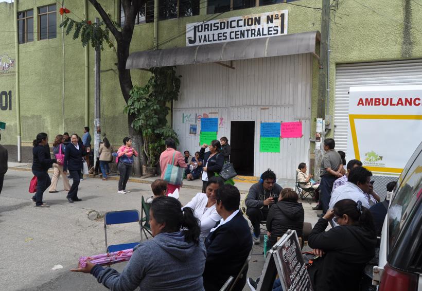 Reclaman trabajadores de Servicios de los Salud de Oaxaca bono de 11 mil | El Imparcial de Oaxaca