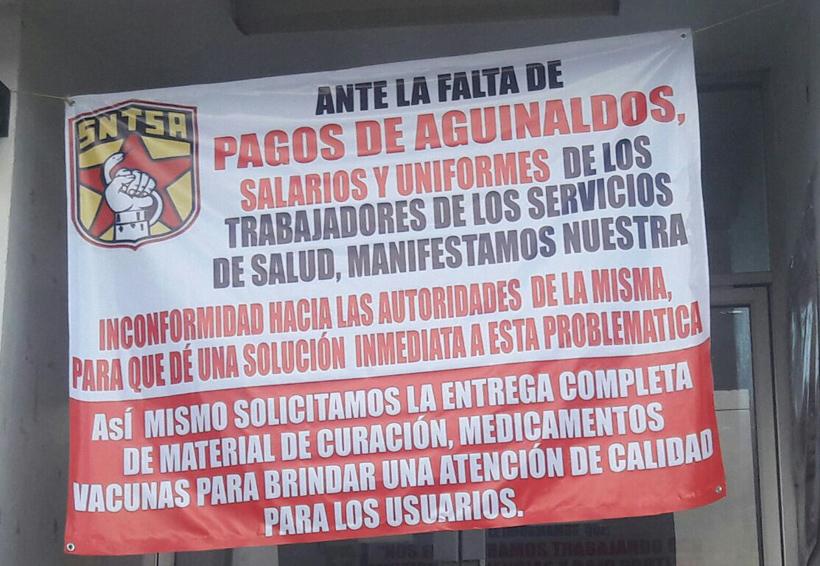 Trabajadores de salud de la Costa de Oaxaca dejan de  dar atención a falta de pago
